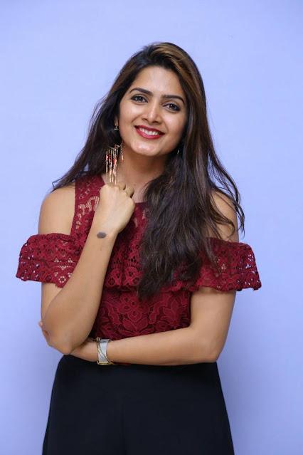 Telugu Girl Pavani Gangireddy Long Hair Stills Navel Queens