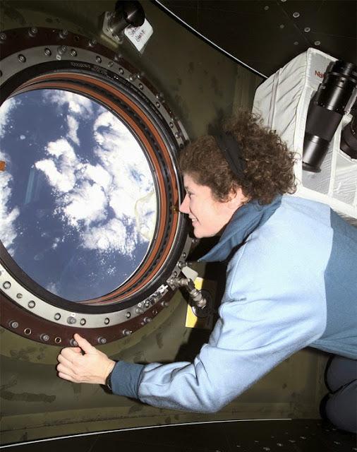 Susan Helms, primeira mulher na Estação Espacial Internacional