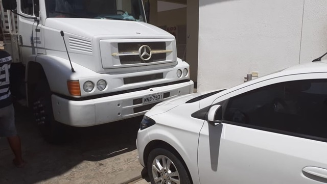 Governo manda retirar equipamentos do Hospital de Taperoá e prefeito utiliza seu próprio carro para impedir retirada dos aparelhos