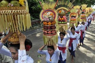 http://www.teluklove.com/2017/02/pesona-objek-wisata-budaya-tradisi_18.html