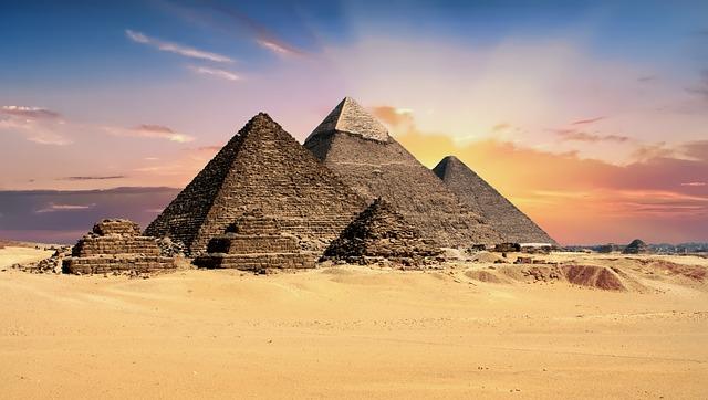 اهرامات مصر الثلاثة