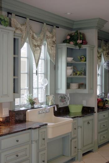 Lilly Queen Vintage Cottage Kitchen