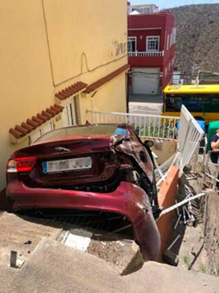 Pierde control del coche y atropella a una persona, Lomo Blanco, Las Palmas de Gran Canaria