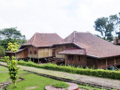 Potret Rumah Adat Sumatera Selatan