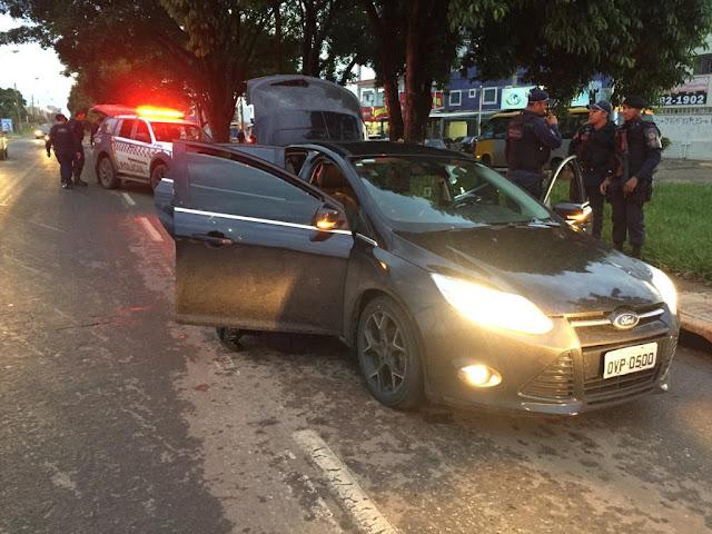 Após cometer roubos, homem é preso com drogas em Ceilândia