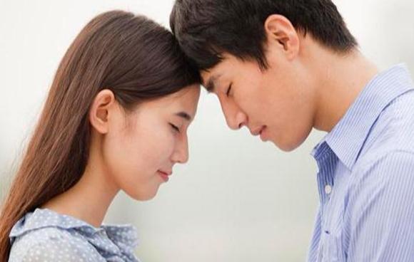 戀愛中,想要抓住男人的心,上乘的做法是保持若即若離