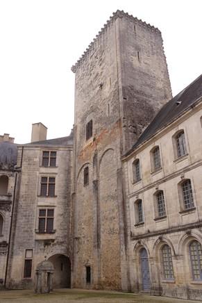 charente château la rochefoucauld donjon médiéval