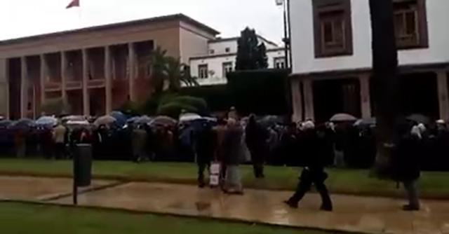 فيديو: مسيرة احتجاجية لمديري الإبتدائي بالرباط