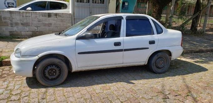 Carro furtado em Cachoeirinha é recuperado pela BM em Porto Alegre