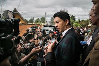 """رئيس مدغشقر يعلن التوصل لعلاج ناجع لكورونا من عشبة """"الشيح"""""""