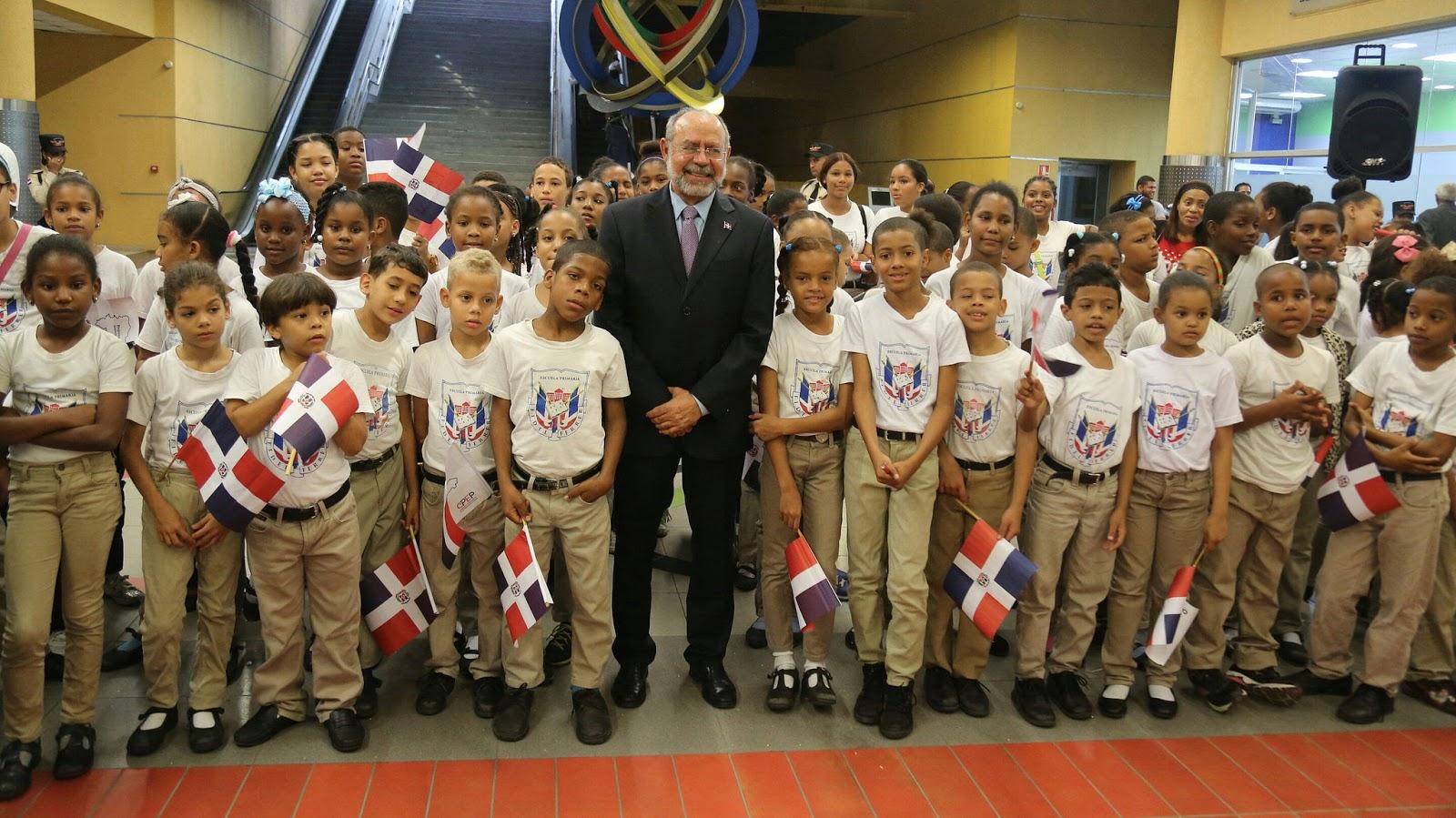 "Metro de Santo Domingo orienta estudiantes; promueve ""Cultura Metro"""