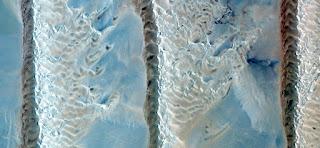 formaciones de dunas desde el aire en los desiertos africanos