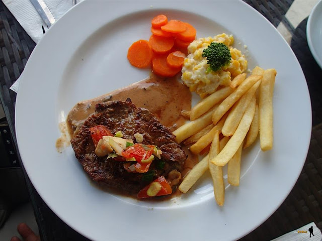 Tomodachi Steak seafood cirebon