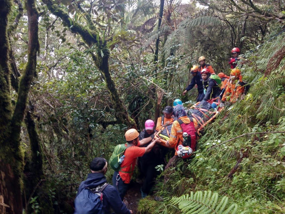 6 Pendaki Gunung Lompobattang Selamat, Perjalanan Evakuasi Ekstrim Berakhir