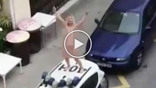 Протест срещу ограниченията: Гола жена се качи върху полицейска кола (ВИДЕО)