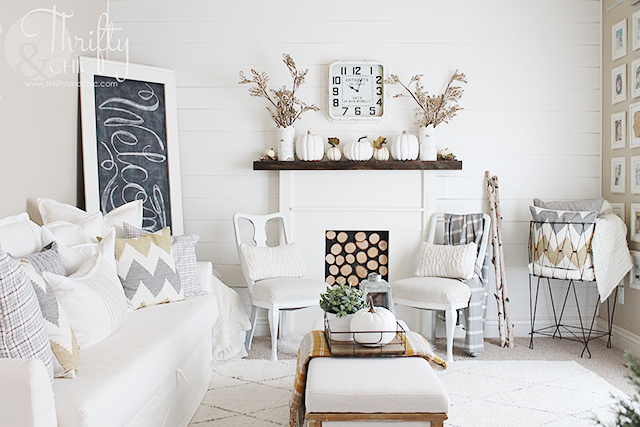 Farmhouse style fall decor and decorating ideas for your living room. Fixer upper style decor