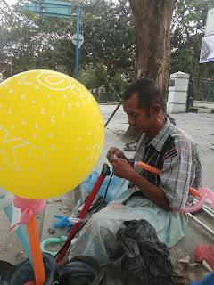 Kisah Bapak Penjual Balon dengan Satu kaki