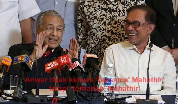 Anwar tidak tertawa 'bersama' Mahathir tetapi 'terhadap' Mahathir