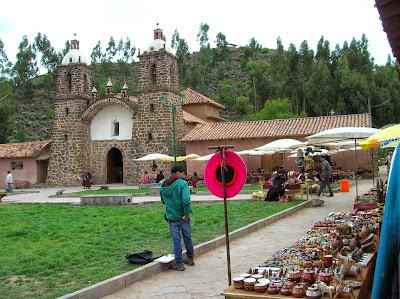 Iglesia de Ragchi, Perú, La vuelta al mundo de Asun y Ricardo, round the world, mundoporlibre.com
