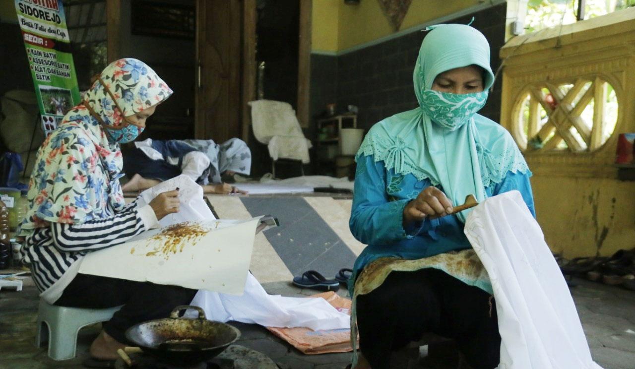 Dari Hobi, Seorang Guru Sukses Jalankan Usaha Batik