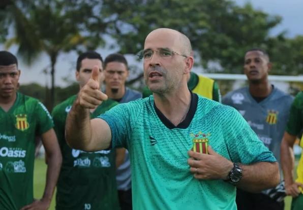 Português Daniel Neri é o novo técnico do Mecão