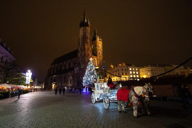Basilica di Santa Maria con l'albero di Natale-Rynek Glowny-Cracovia