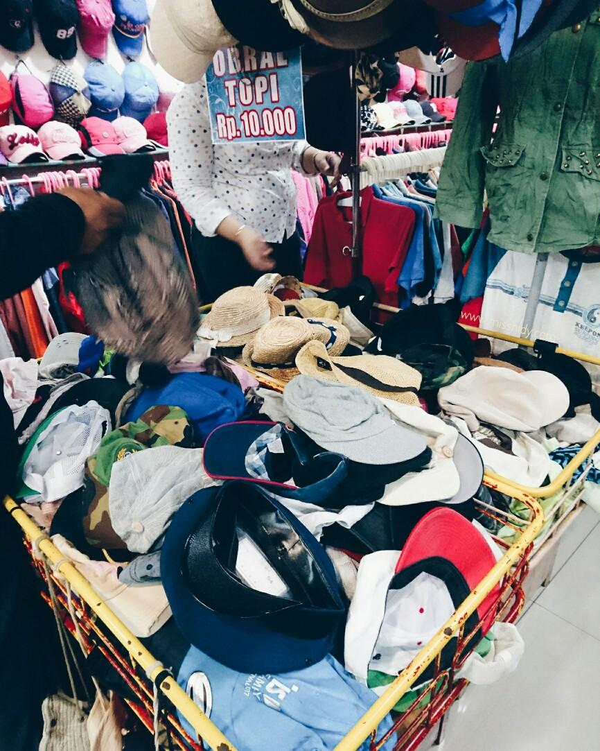 beli baju bekas di pasar senen