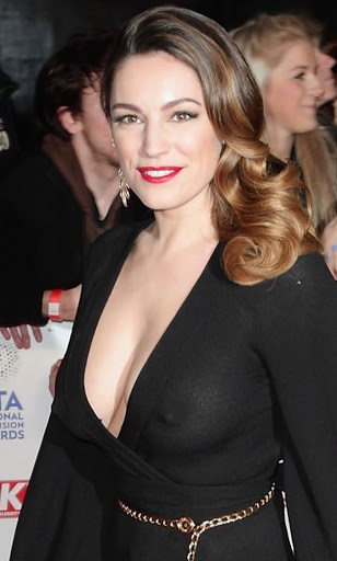 Kelly brook Curvaceous busty model coming with Bra less moments
