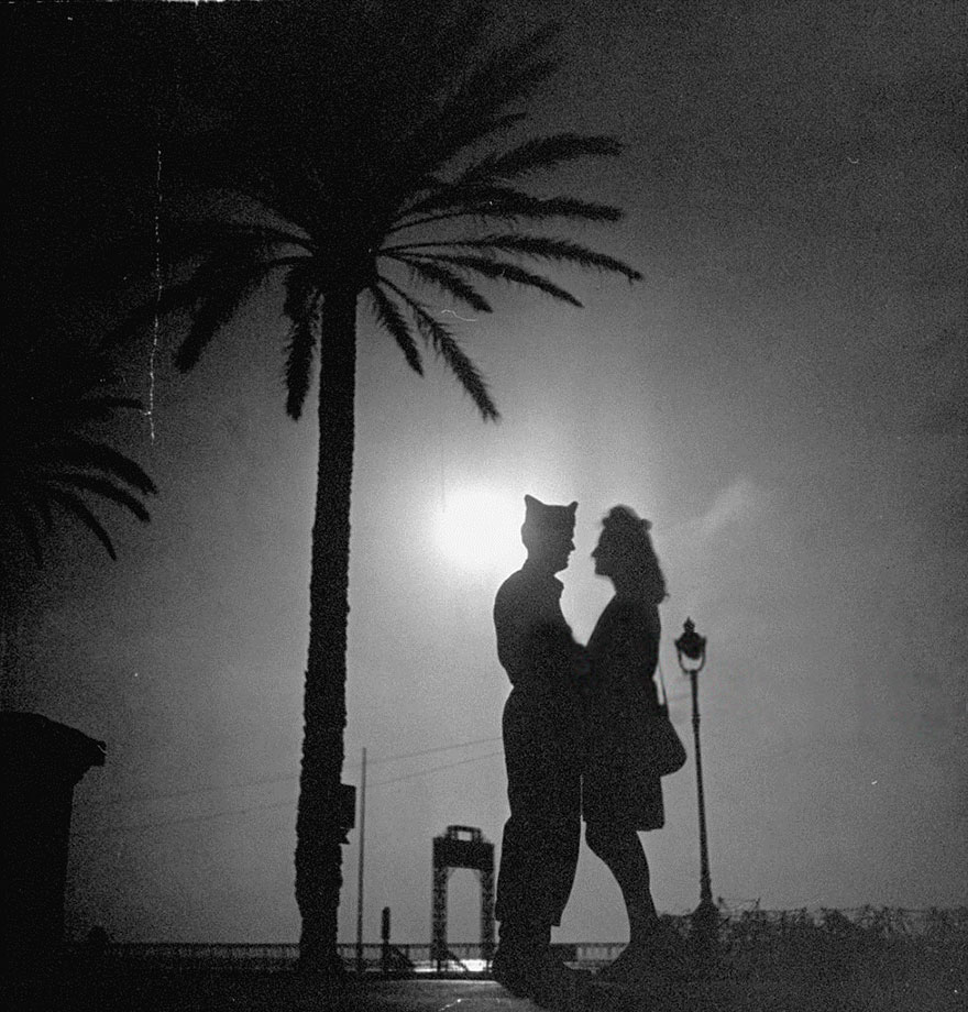 60 + 1 Heart-Warming Historical Pictures That Illustrate Love During War - An American GI And His French Girlfriend Holding One Another While On A Date, 1940s