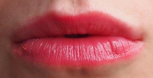 Bibir Merah Alami