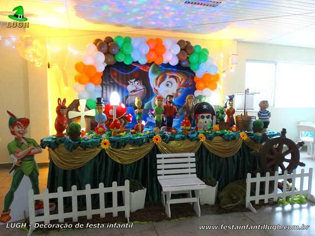 Decoração de aniversário para festa infantil masculina - Mesa tradicional luxo com toalhas de tecido tema Peter Pan