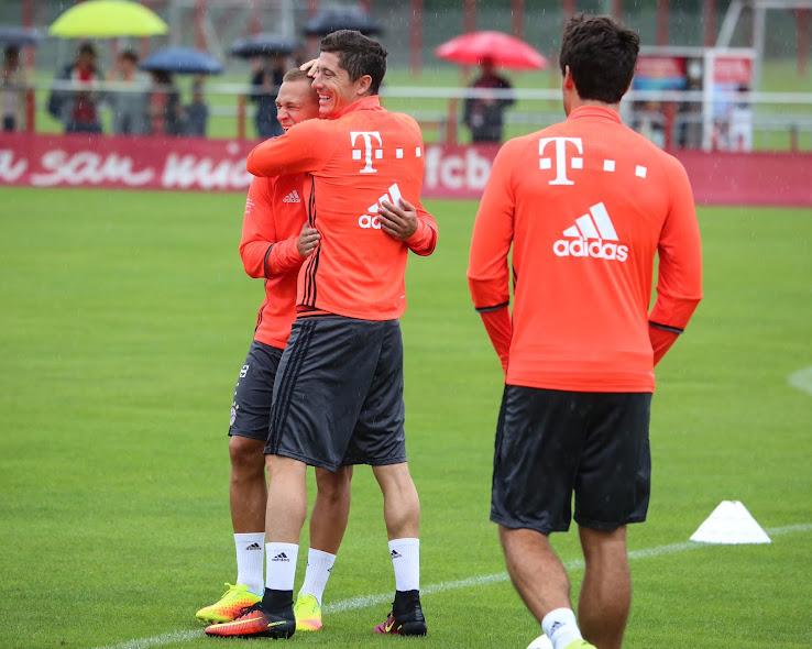 f0694b4c4 Robert Lewandowski to Make Mercurial Switch? - Leaked Soccer Cleats