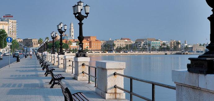 Partito a Bari il servizio straordinario di pulizia del lungomare e del centro cittadino