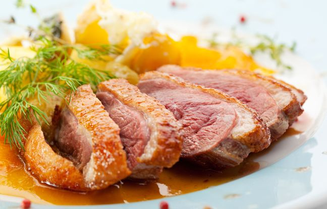 Duck breasts with apples and onion confit