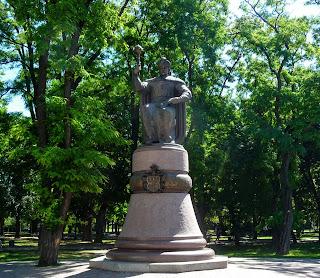 Полтава. Соборний майдан. Пам'ятник Гетьману України Івану Мазепі