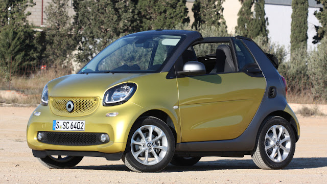Front 3/4 view of 2017 smart fortwo cabrio