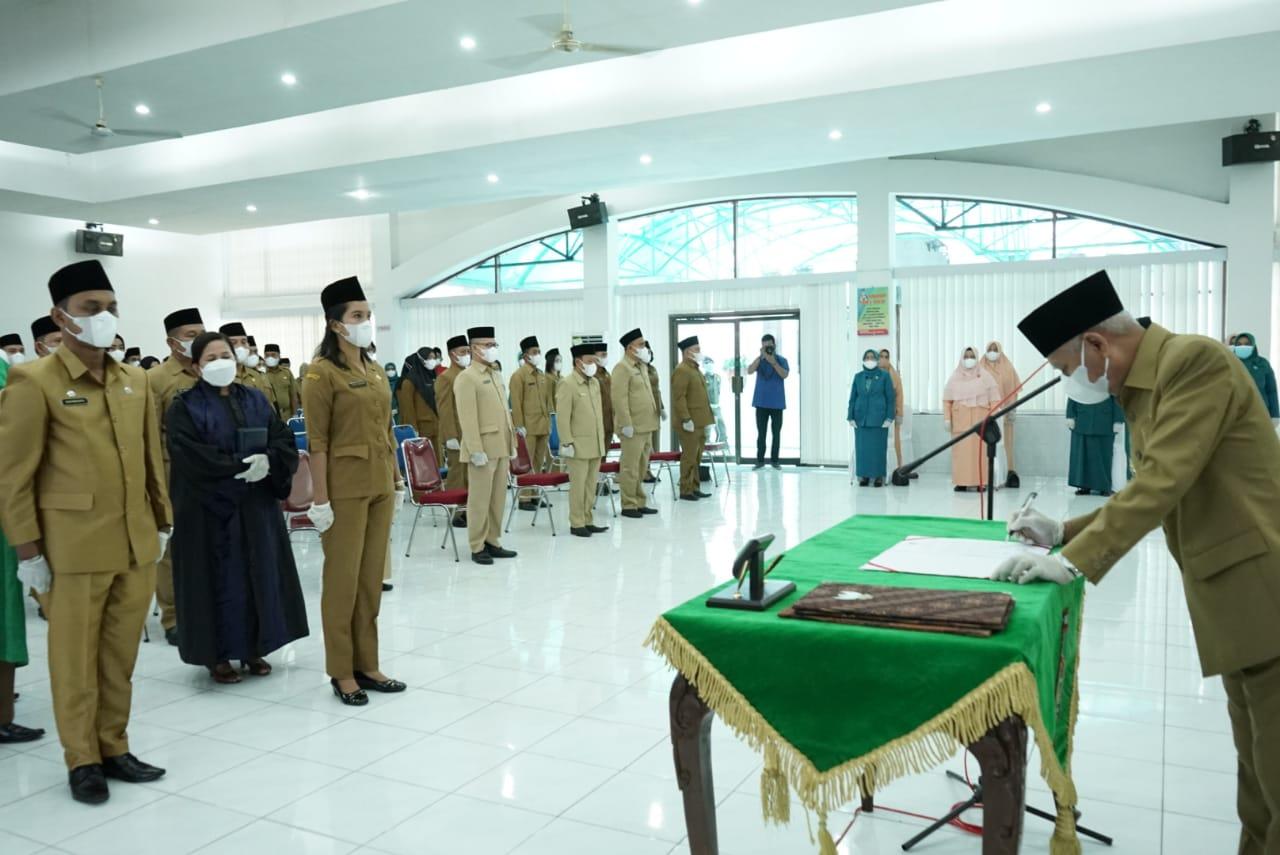 Lantik Pejabat Eselon III dan IV, H Surya : Pejabat Harus Bisa Mendelegasikan Beban Tugasnya Secara Profesional dan Proporsional