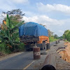 Truk Bertonase Besar Kerap Melintas, Jalan Longsor Terancam Putus