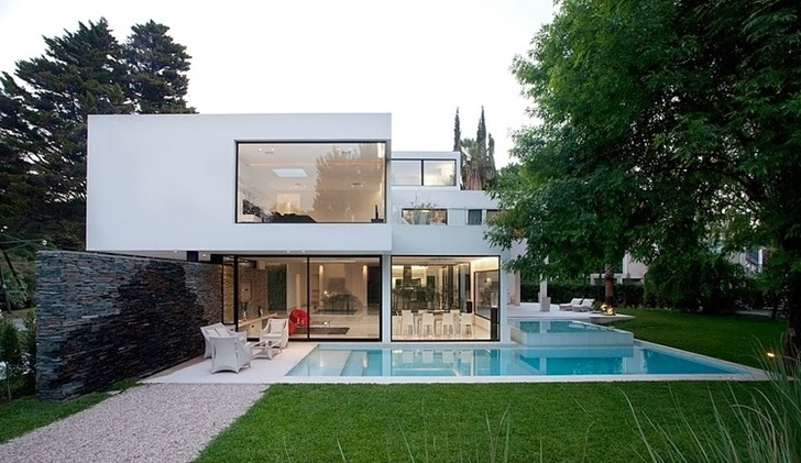 Swimming pool and Minimalist Casa Carrara by Andres Remy Architects