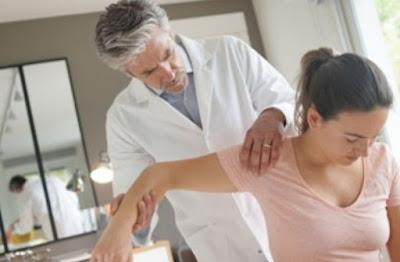 Tes spesifik shoulder (bahu) merupakan salah satu tes spesifik bahu yang dijalankan pada pemeriksaan fisioterapi. Tes spesifik pada regio bahu terdiri dari acromioclavicular (ac) joint compression test, acromioclavicular (ac) joint distraction test, adson's maneuver, allen's test, apley's scrath test, apprehension test (anterior dan posterior), brachial plexus stretch test, crossover impingement test, drop arm test, empty can (supraspinatus) tets, grind tets, neer impingement test, o'brien test, piano key sign, roos test, speed's test, sternoclavicular (sc) joint stress test, sulcus test, dan yergason test.