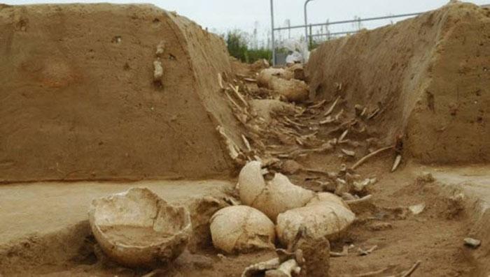 Kuburan Massal Korban Kanibalisme