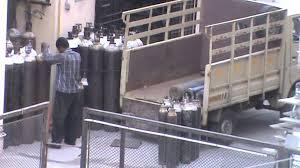 অক্সিজেন সিলিন্ডার বহনকারী যানবাহনে পারমিটে ছাড়