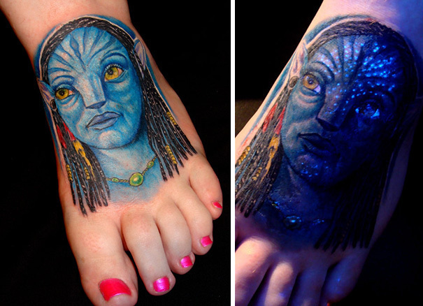 #30. The glowing accents of Avatar's face. - 30 Glow-In-The-Dark Tattoos That'll Make You Turn Out The Lights.