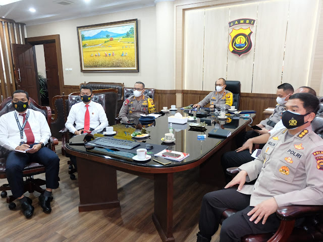 Kapolda Jambi Irjen Pol A Rachmad Wibowo mengikuti Rakor Penanganan Darurat Bencana Asap Akibat Karhutla Tahun 2021 via Zoom