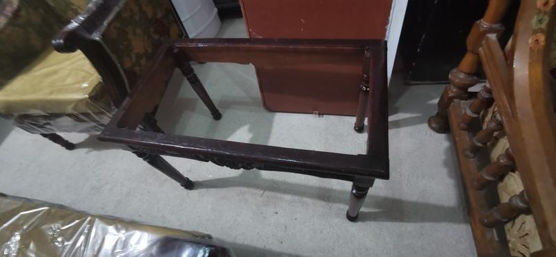 انتريه مستعمل للبيع 2 كنبه و 2 كرسي و ترابيزة خشب زان شلت اسفنج