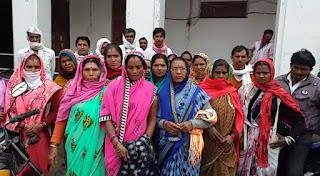 ग्रामवासियों ने नल जल की समस्या को लेकर कलेक्ट्रेट कार्यालय में ज्ञापन सौंपा