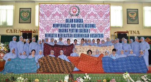 PIA AG Lanud Supadio Meriahkan Kegiatan Membatik Pada Hari Batik Nasional 2018. Sumber Kepala Penerangan Pangkalan TNI AU Supadio