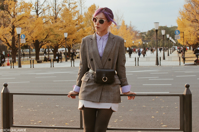 Japanese Fashion Blogger,MizuhoK,20181208,GU= gren check jacket, white V-cut sandals, UNIQLO=purple shirt, SheIn=woolen mini skirt, waist pouch, Gatta=gray yabane pattern tights, Olivia Burton=silver bee watch, zeroUV=eye lash sunglasses, Somnium=gold silver ring