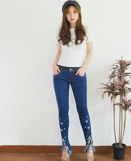2. Model Celana Jeans Wanita Embroidered Jeans