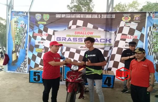 Gian Carlo Fiesta, Sabet Gelar Juara Umum Di Ajang Kejurnas Grasstrack Bartim